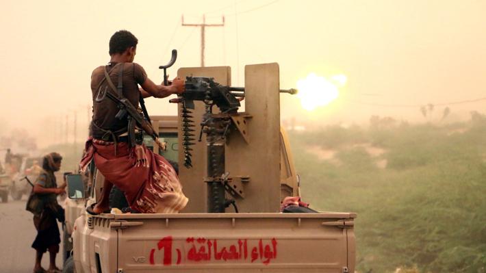 Arabia Saudita bombardea aeropuerto tomado por rebeldes hutíes en Yemen