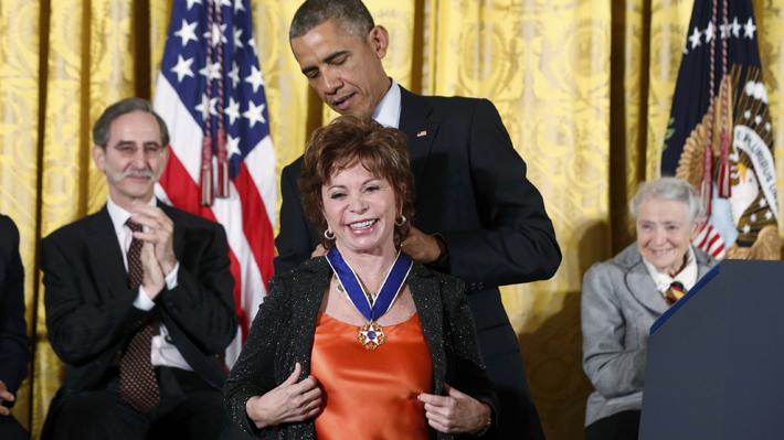 """Isabel Allende es destacada como una de las nueve inmigrantes que ayudaron a """"hacer grande"""" a Estados Unidos"""