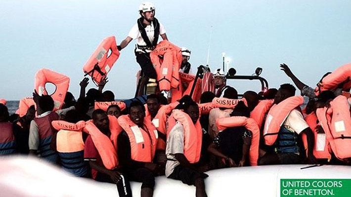 Conocida marca italiana es criticada por usar imágenes de inmigrantes del Aquarius en campaña publicitaria