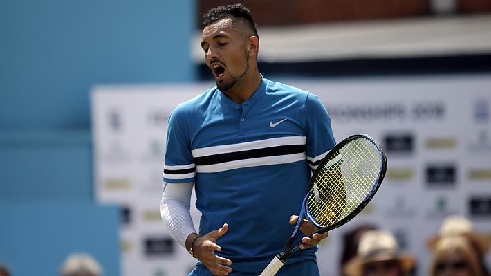 """Otra """"locura"""" de Kyrgios: Ahora es multado por hacer gesto obsceno en medio de un partido de tenis"""