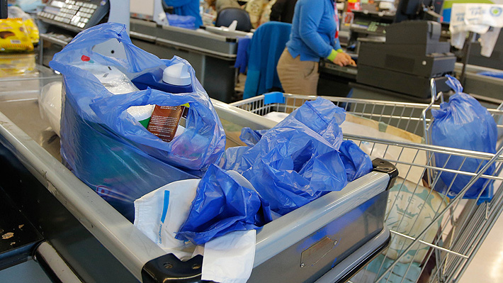 Gremio del plástico envía al TC documento para frenar ley que prohíbe entrega de bolsas en el comercio