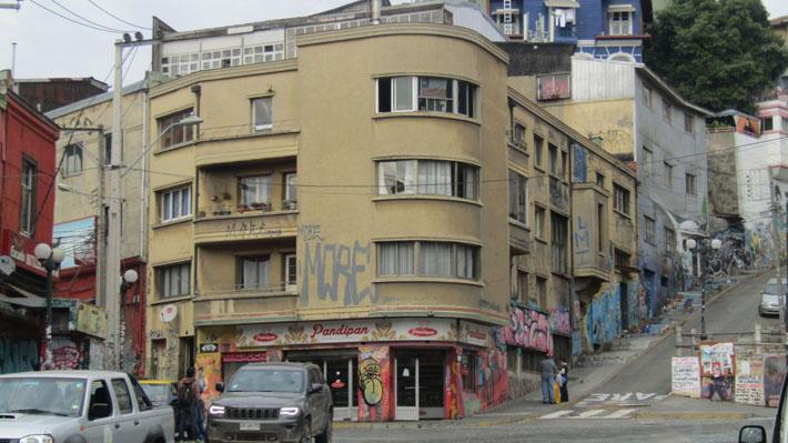 ¿Valpo está matando a Valparaíso? El acalorado debate sobre la identidad porteña