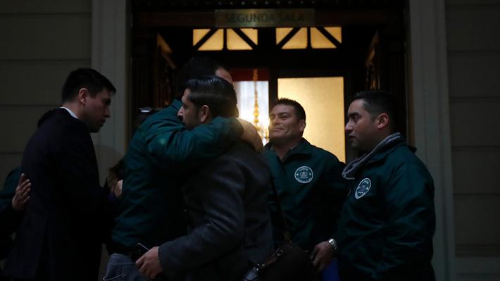 Corte deja en libertad y sin medidas cautelares a gendarme formalizado por torturas en Santiago Uno