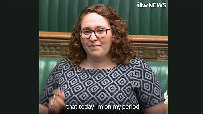 """""""Tuve mi regla"""": La honesta explicación que dio una diputada británica por llegar tarde al Parlamento"""