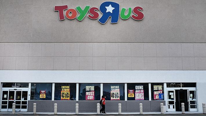 Hoy cierra todas sus tiendas: La emotiva imagen que marca el fin de emblemática juguetería estadounidense