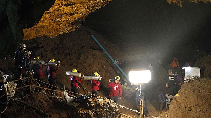 Encuentran con vida a jóvenes que habían desaparecido en cueva de Tailandia