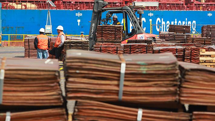 Inminente guerra comercial golpea al cobre de Chile: ¿Cuánto más podría caer el metal rojo?