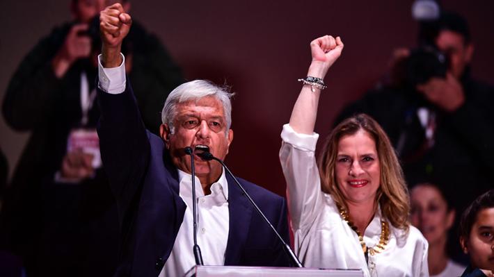 Su esposa, Allende y la Concertación: Los vínculos del Presidente electo de México con Chile
