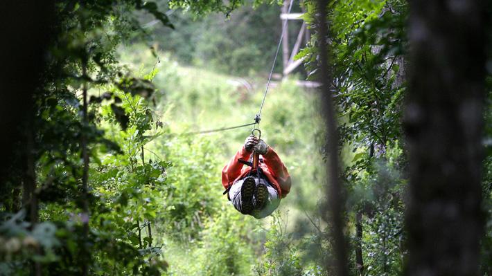 Hombre murió en luna de miel tras practicar canopy con su esposa