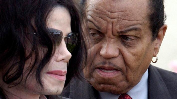 """Doctor de Michael Jackson afirma que el cantante fue """"químicamente castrado"""" por su padre"""