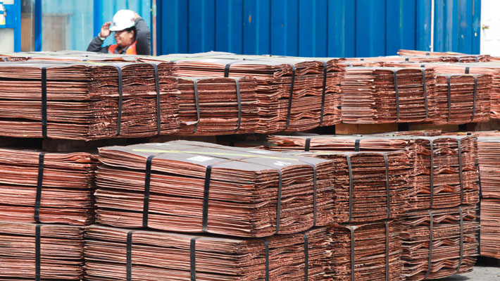 Cobre se sigue hundiendo por guerra comercial: Toca mínimos de un año y cae hasta los US$2,80