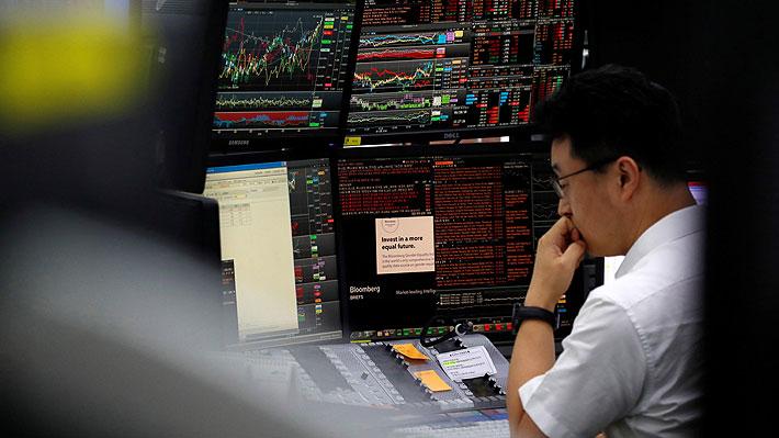Bolsa de Santiago se suma a mercados mundiales y cierra en negativo ante recrudecimiento de guerra comercial