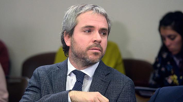 Blumel defiende a ministro Santelices y dice que no incumplió ninguna norma