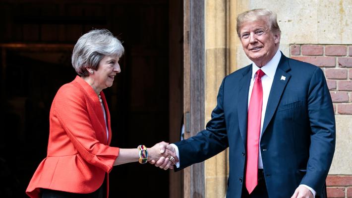 """Donald Trump dice que la relación con el Reino Unido es """"muy, muy fuerte"""""""