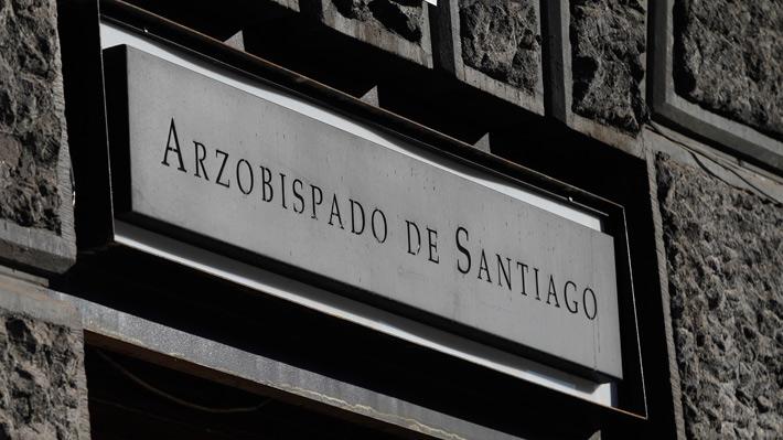 Arzobispado de Santiago abre nueva investigación contra sacerdote por denuncia de abuso sexual
