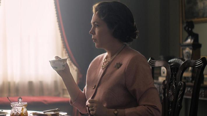 """Publican la primera foto de Olivia Colman como la nueva Isabel II en """"The Crown"""""""