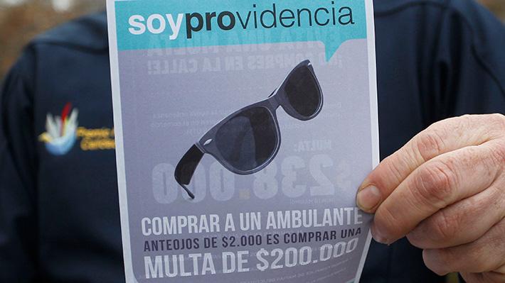 Providencia multará hasta con $280 mil a quienes compren en el comercio ambulante