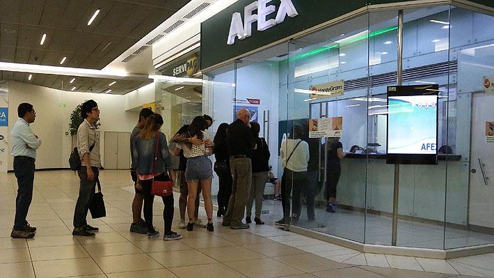 Compras de extranjeros con tarjetas en Chile caen casi 20% por menor llegada de argentinos