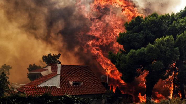 Grecia sufre uno de sus incendios forestales más graves en una década