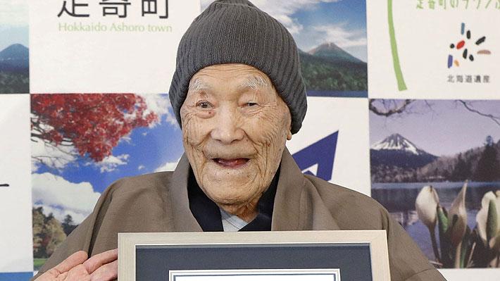 Sopló las velas y comió torta: Hombre más longevo del mundo cumplió 113 años