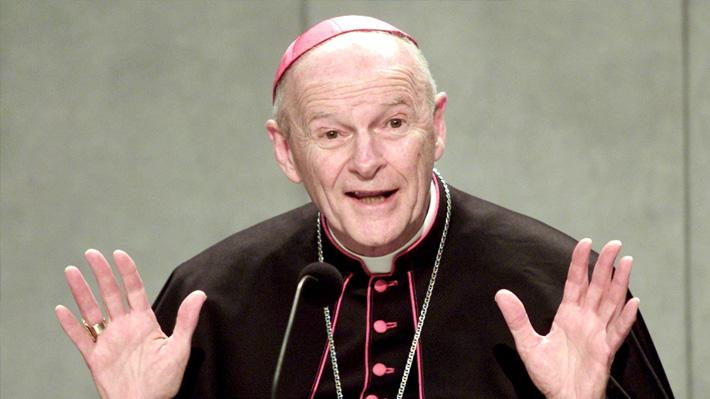 Papa Francisco ordena la reclusión de cardenal estadounidense hasta que lo juzguen por abusos sexuales
