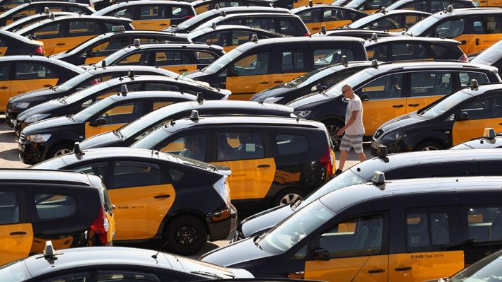Taxistas se toman las calles de las principales ciudades de España en rechazo de Uber y Cabify