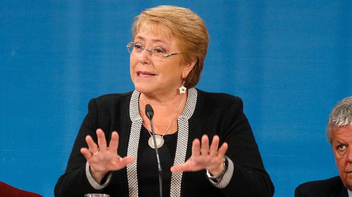 """Bachelet arremete: """"Me dijeron que dijera solo amigues, porque eso incluye a todos, no amigos, amigas y amigues"""""""