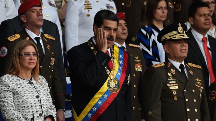 Maduro es evacuado durante un acto público en Caracas tras un confuso incidente