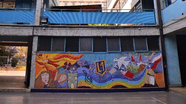 Municipalidad de Santiago desmiente expulsión de alumna del Liceo 1 tras una denuncia de acoso a un profesor