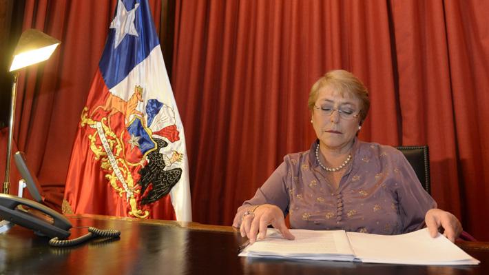 """Bachelet considera """"debilucha"""" la economía actual y admite que en su gobierno se planteó """"metas muy ambiciosas"""""""