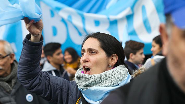 Senado argentino rechaza ley de aborto libre tras 16 horas de discusión
