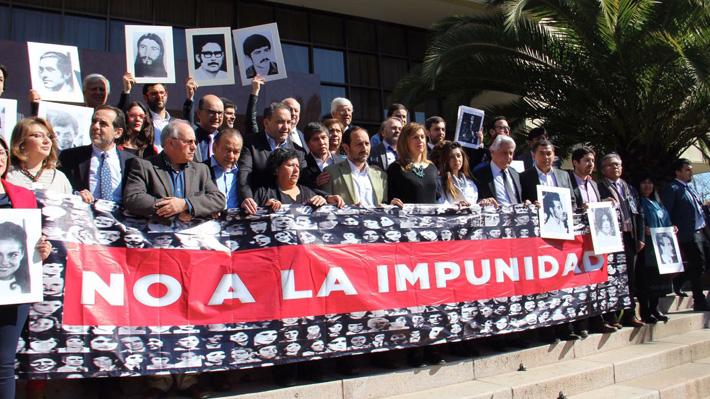 Oposición logra acuerdo para presentar acusación constitucional contra ministros de la Suprema