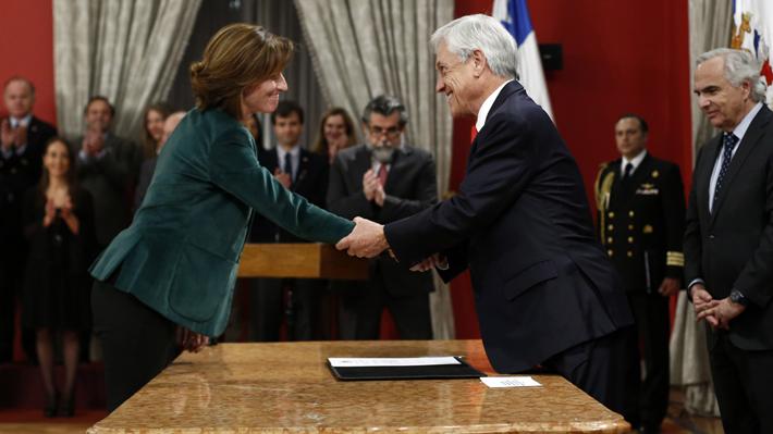 Piñera recurre a cercanos en primer cambio de gabinete y responde a críticas a su gestión económica