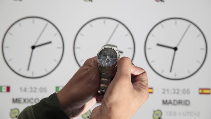 Cambio de hora: ¿Por qué Chile no utiliza UTC-5 que le corresponde a su ubicación geográfica?