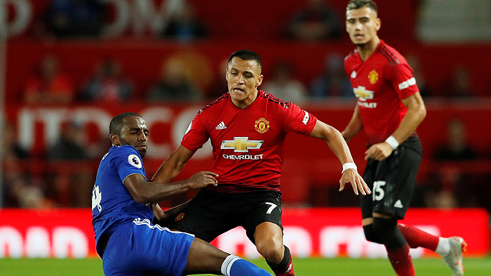 Con un laborioso Alexis Sánchez, el Manchester United venció con sufrimiento al Leicester en el inicio de la Premier League