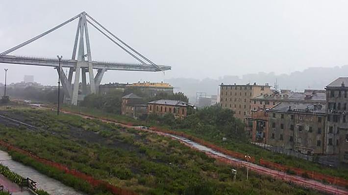 Derrumbe de un puente deja al menos 30 fallecidos en el noroeste de Italia