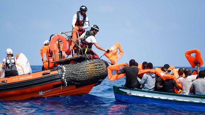 """De """"espíritu solidario"""" a """"no ser el puerto más seguro"""": El giro del Gobierno español ante la llegada masiva de inmigrantes"""