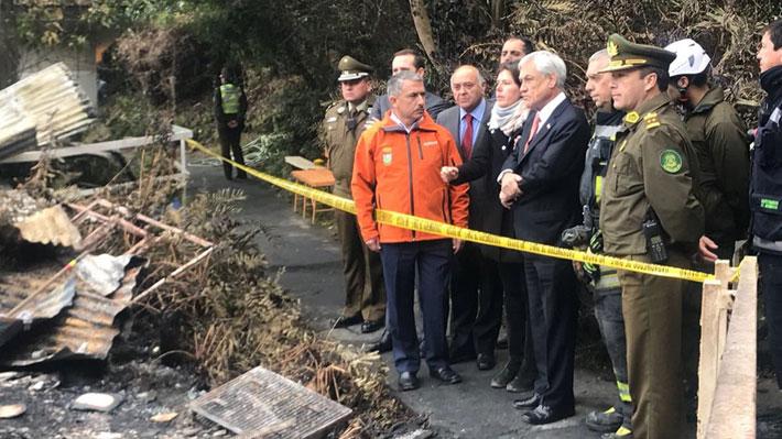 """Piñera visita hogar incendiado y anuncia que reforma a pensiones incluirá """"capítulo para ayudar a adultos mayores"""""""