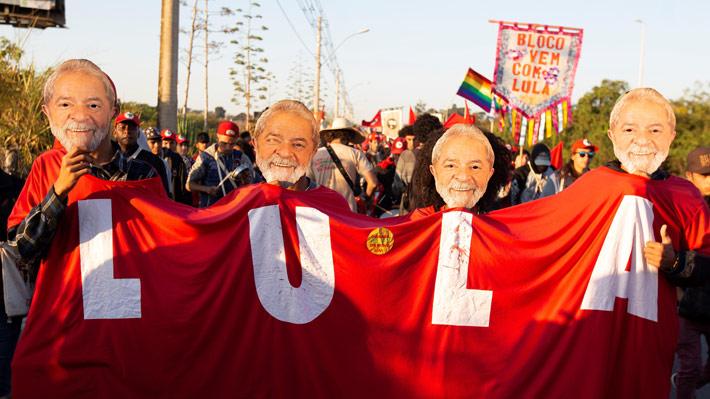 Campaña de Lula desde la cárcel: ¿Qué gana su partido al inscribirlo como candidato?