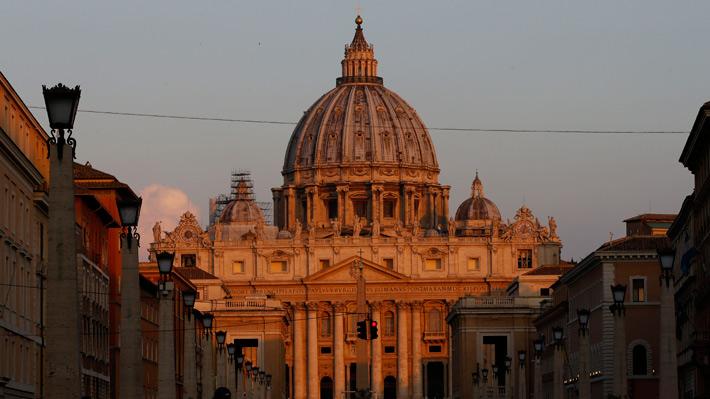 """El Vaticano condena abusos sexuales de clérigos de Pensilvania y expresa su """"vergüenza"""""""