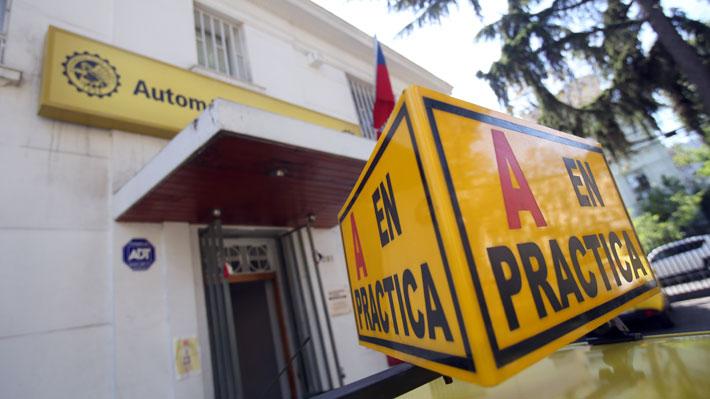 e63225aecbbff Las clases impartidas en las escuelas de conducir también están debidamente  normadas según la ley chilena que indica que en el caso de las  instrucciones ...