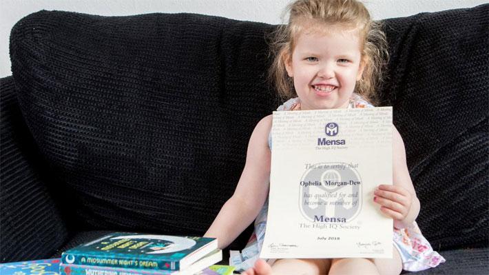 Una niña de tres años tiene un coeficiente intelectual mayor que Einstein y Hawking