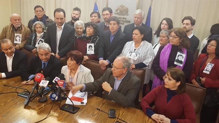 """Diputados de oposición presentan acusación constitucional contra supremos: """"No estamos invadiendo ninguna autonomía"""""""