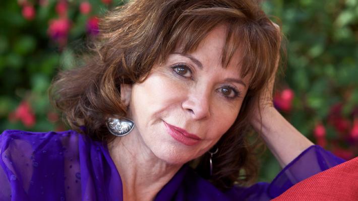 Escritora Isabel Allende reacciona a mensaje que aseguraba que había muerto
