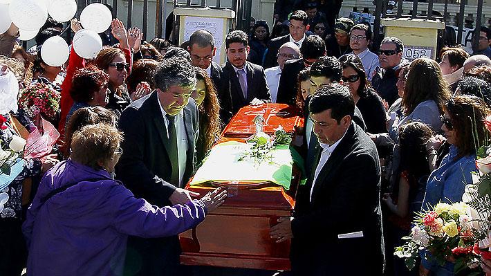 Cientos de personas participaron en la emotiva despedida del profesor Nibaldo Villegas