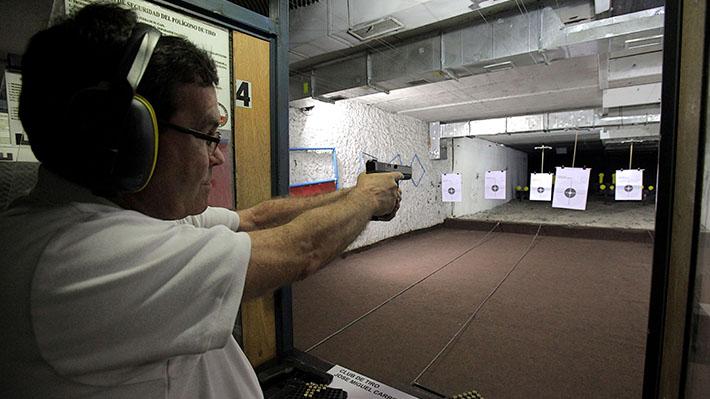Municipalidad de La Reina impulsa programa para que los vecinos puedan aprender a usar armas de fuego