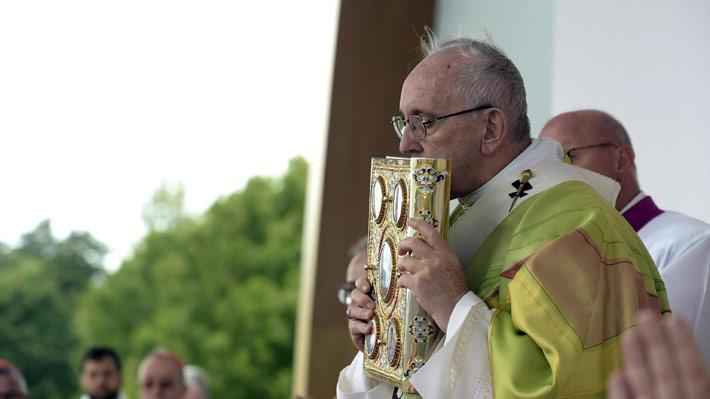 """Obispos argentinos respaldan al Papa tras acusación de encubrimiento: """"Sufre un ataque despiadado"""""""