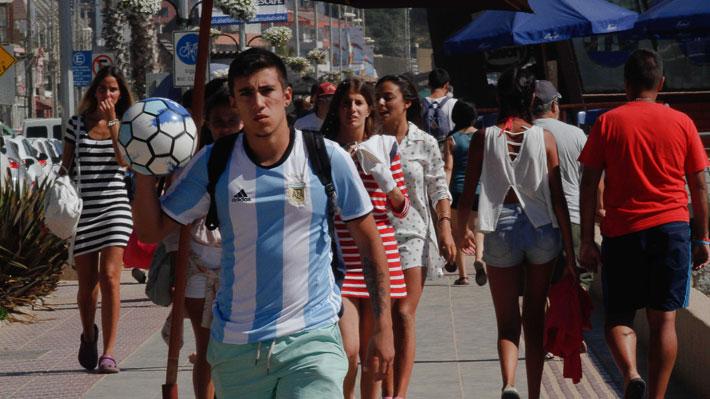Crisis argentina: Economistas dicen que será buena para los chilenos que viajen, pero malo para el turismo nacional