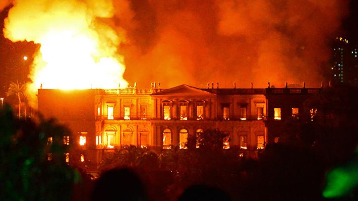 Galería: Las imágenes del gigantesco incendio que destruyó el Museo Nacional de Río de Janeiro