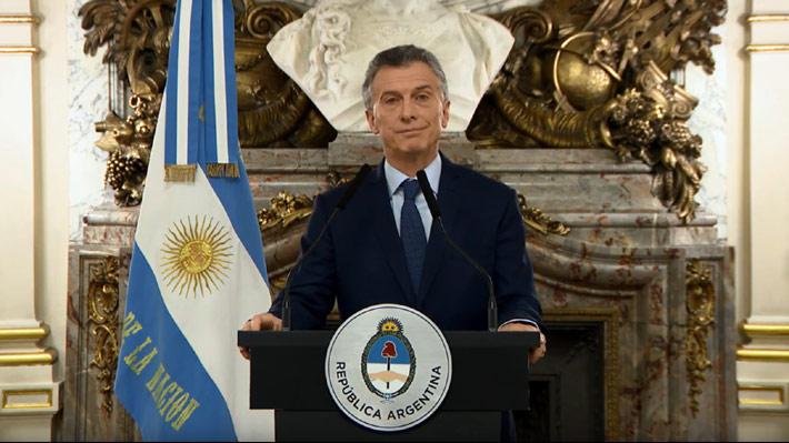 """Macri confirma reducción a """"menos de la mitad"""" del número de ministerios y anuncia paquete de medidas para enfrentar la crisis"""